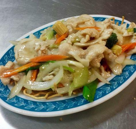 Braised chicken chow mein - Picture of Lucky Inn Chinese