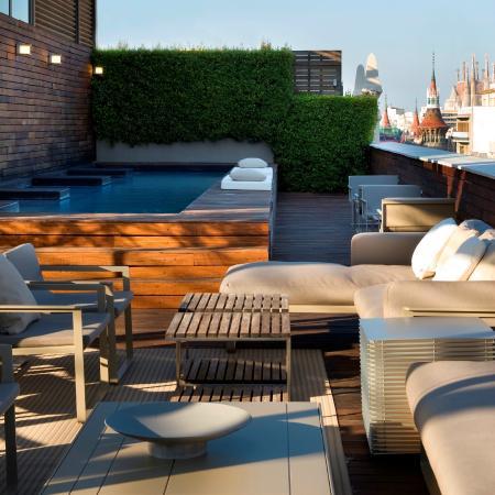 Restaurante terraza del hotel omm en barcelona con cocina for Terrazas japonesas