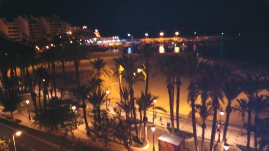 Esmeralda Beach Hotel: Vista nocturna desde nuestra terraza