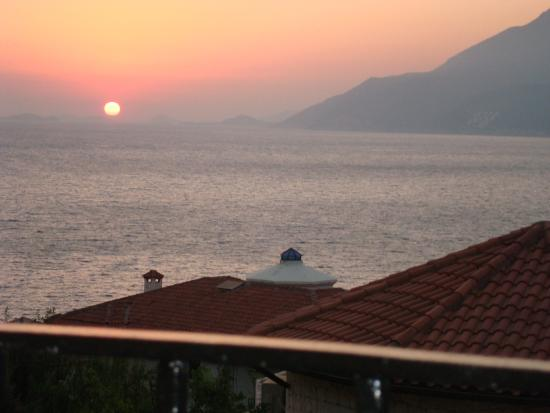 Deniz Feneri Lighthouse : Sunset from our balcony