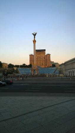 Kiev Hotel: Vista del hotel desde enfrente