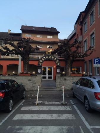 Hotel Ochsen: Отель на фоне сказочных-деревьев
