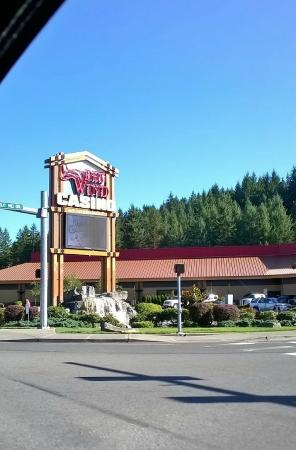 Nisqually Red Wind Casino: Main entrance to Red Wind Casino