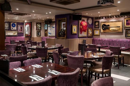 Hard Rock Cafe London: Seating area