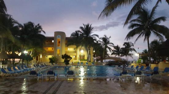 Hotel Reef Yucatan All Inclusive Convention Center Piscina Del Por Anocheciendo