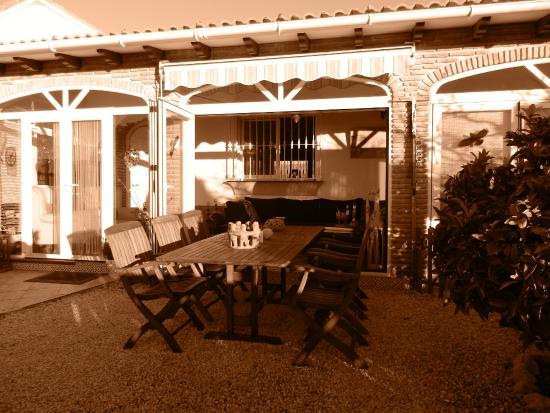 La Vinuela, Spanje: front Casa Holandia with winter garden