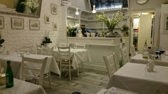 LaIsla Cafe & Restaurant