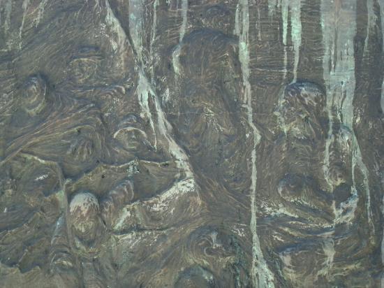 Monumento ai caduti delle guerre: Particolare del bassorilievo