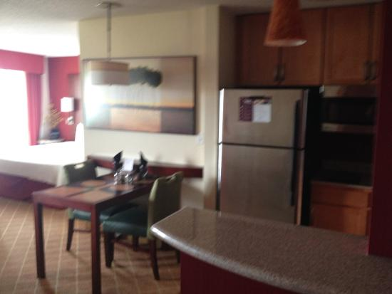 Residence Inn Dothan: Full kitchen and refridgerator.