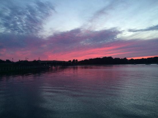 Forever Bungalows: Dinner at Harlow in Sag Harbor- Gorgeous Sunset View!