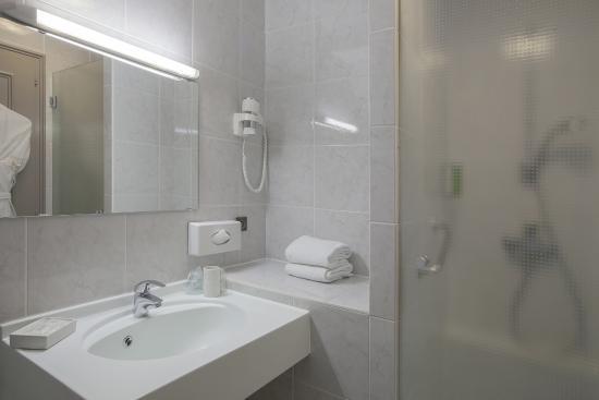 BEST WESTERN Au Cheval Blanc Mulhouse Nord : Salle de bains