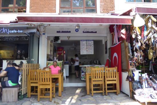 Isik Cafe