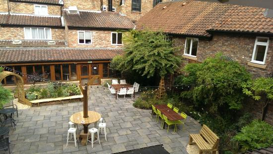 DoubleTree by Hilton York : Courtyard