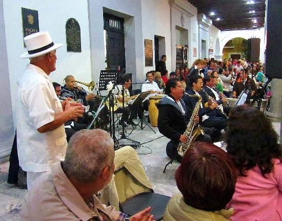 Plaza de Las Armas: Band in the zocalo.