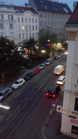 Hotel Tabor: Vista para a rua principal
