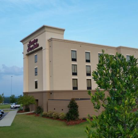 Hampton Inn & Suites Prattville: the hotel