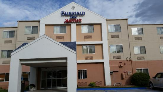 Fairfield Inn Grand Forks: Front entrance