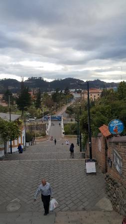 Hotel San Andres : Escalinata que conecta calle larga con el rio.