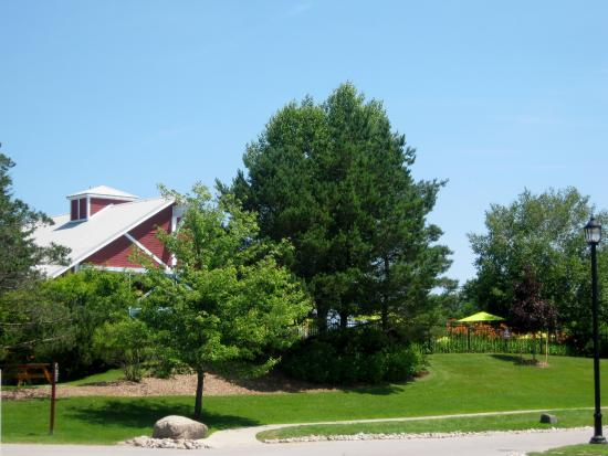 Carriage Hills Resort: Clubhouse view from road