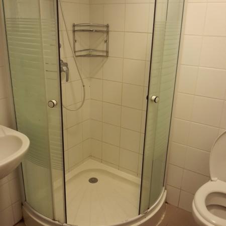 City Hostel Corvin: bagno separato