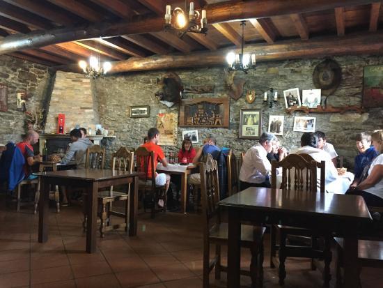 Restaurante bien ambientado - ...