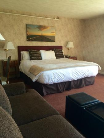 The Erie Beach Hotel: King mini-suite