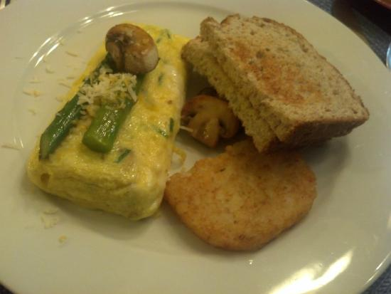 Kennett House Bed & Breakfast: Mushroom Omelet Breakfast at Kennett House