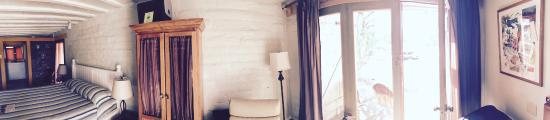 29 Palms Inn: Pano of our room