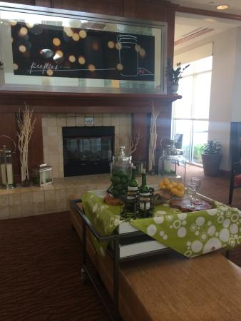 Hilton Garden Inn Naperville/Warrenville: fire place in lobby seating area
