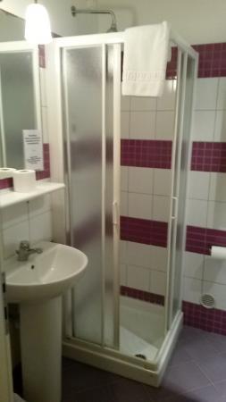 Albergo Bencidormi: bagno stanza 7
