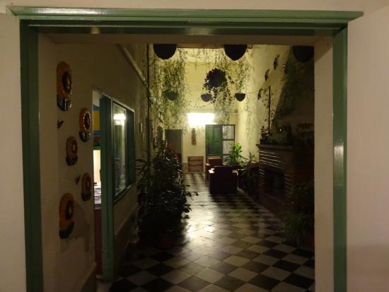 Interior Del Hostel Fotograf A De Los Jardines Colgantes