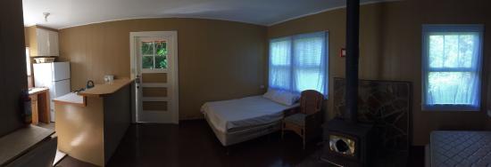 Kokee Lodge: Inside cabin