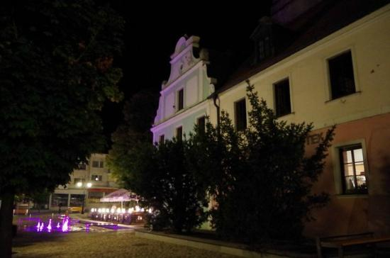 Byczyna, Polonia: a town by night