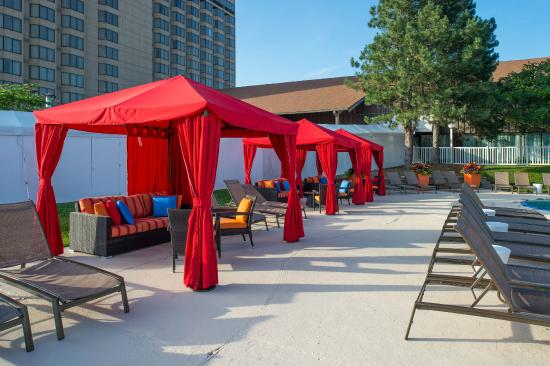 Doubletree by Hilton Hotel St Louis - Chesterfield: Outdoor Pool Cabanas