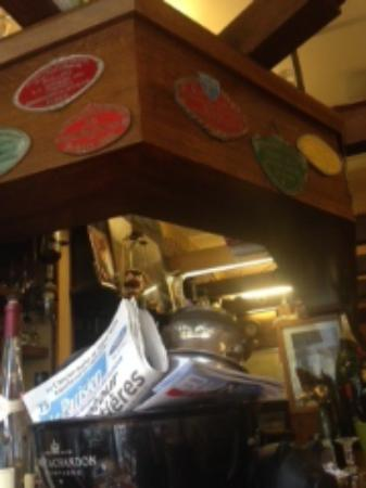 Au P'tit Bougnat: Vue sur le coin du bar