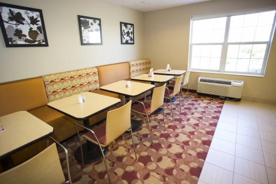 TownePlace Suites Cleveland Streetsboro: Breakfast Room