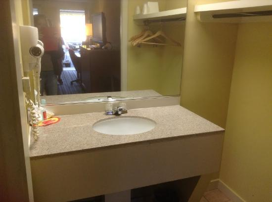 Average size bathroom sink - Picture of Econo Lodge ...