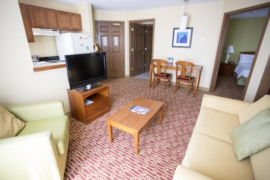 TownePlace Suites Cleveland Streetsboro: Two Bedroom Living Room