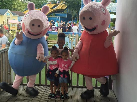 Paultons Park: The girls with Peppa and George