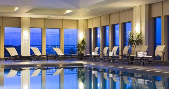 Hilton Philadelphia at Penn's Landing: Swimming pool