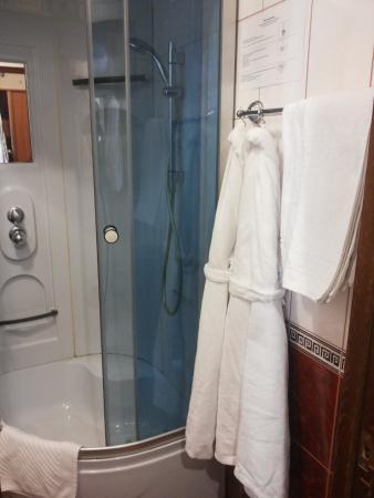 Hotel Regina: Ванная