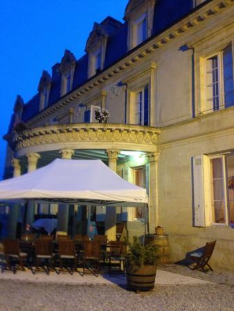 Chateau Pomys: La terrasse arrière