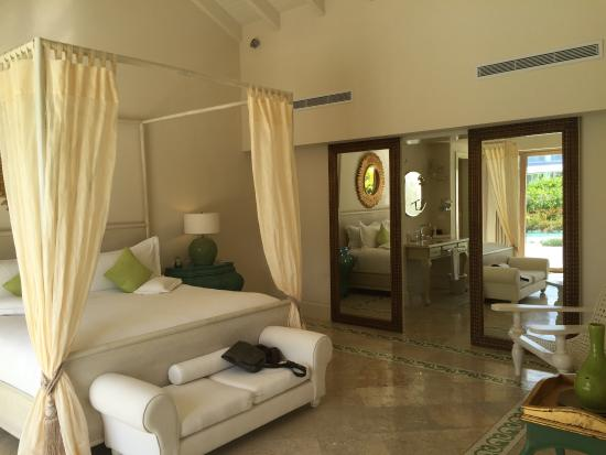 Eden Roc at Cap Cana: Junior Lagoon Suite bedroom
