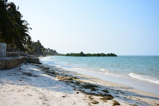 New Bagamoyo Beach Resort: Strand direkt vor dem Hotel
