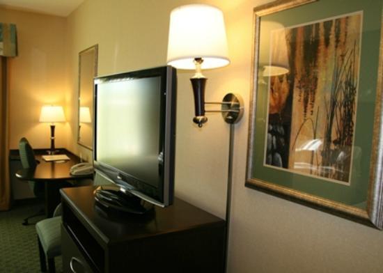 Hampton Inn Brentwood: Flat-Screen TV in Double Queen Room
