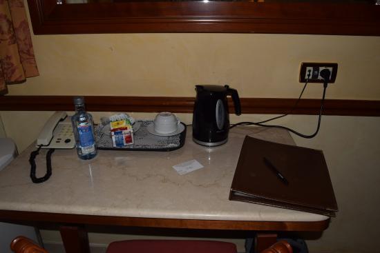 Hotel Hiberia: Detalles en la habitación