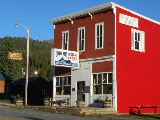 Cooke City High Country Motel and Cabins: Cooke City General Store