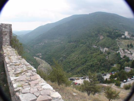 Carpediem Assisi Living Club: Subasio Valley leading to Assisi Living Club  from Rocca Maggiore (4 km.)
