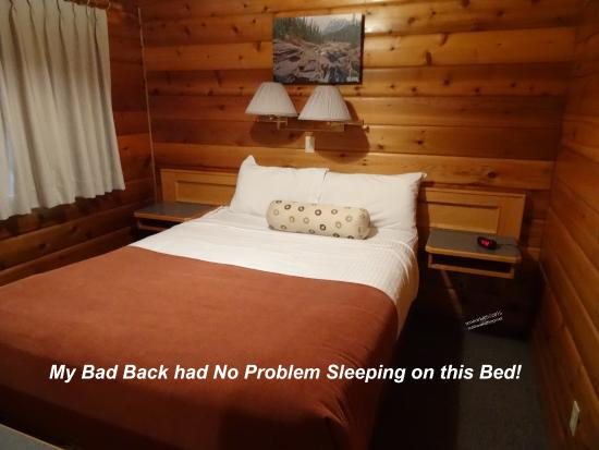 Jasper House Bungalows: Nice Large Bed