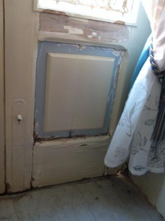 B&B Sofi: fenêtre de chambre à rénover
